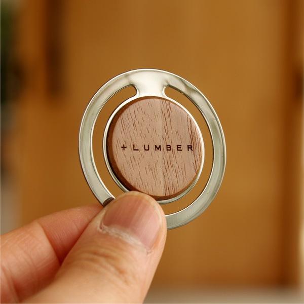 個性的な木目が書類整理の中にも楽しさと和らぎを与える木製ペーパークリップ。