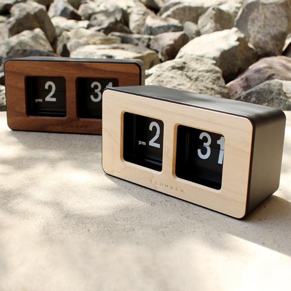 天然木の板をプラスした木製パタパタ時計