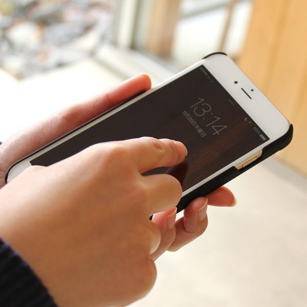 手触り良い塗装を施した木製アイフォン6PLUSケースは適度なグリップ感