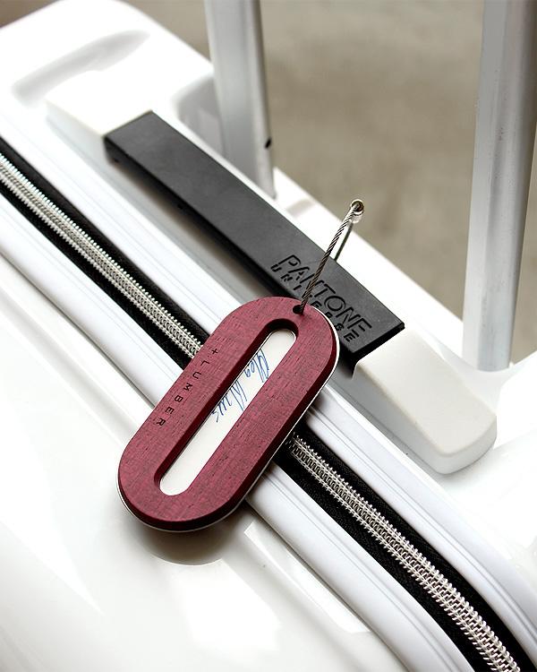 スーツケース・ビジネスケースの目印に「木製ラゲージタグ」