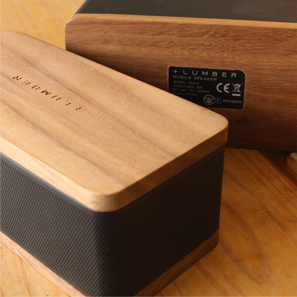 iPhoneやスマートフォンに対応。銘木の魅力をプラスしたBluetooth モバイルスピーカー