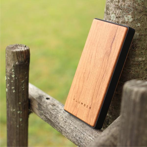 木の質感が心地よいモバイルバッテリー「POWER BANK 4000」iPhoneにも対応