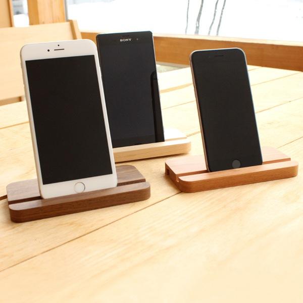 様々なサイズのスマートフォンに対応するため調整しています
