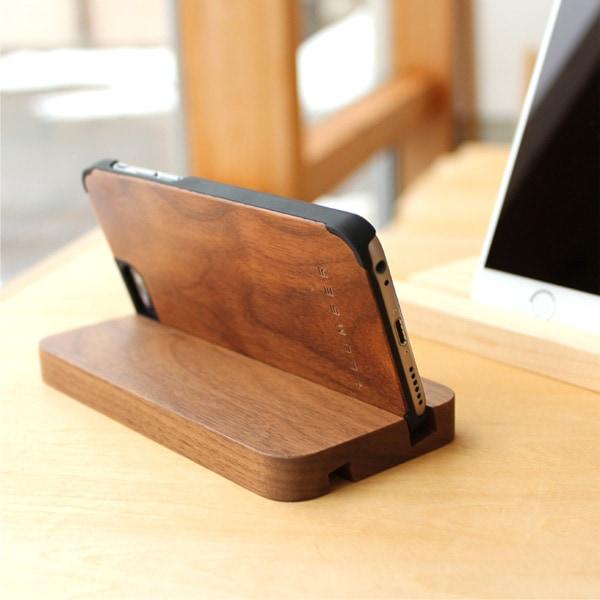 +LUMBERブランドの木製iPhone6ケースを装着したまま使用可能です