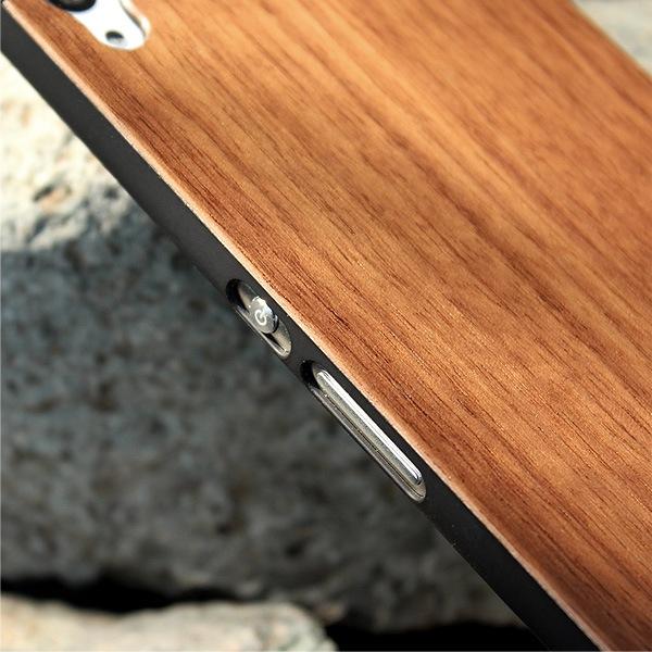 女性にも扱いやすい、薄くて軽い木製ハードケース