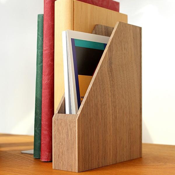 本棚やデスクなど身近な所に置いても違和感の無いデザイン