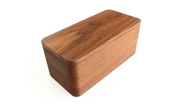 高級木材ウォールナットを贅沢に削り出した印鑑収納ケース