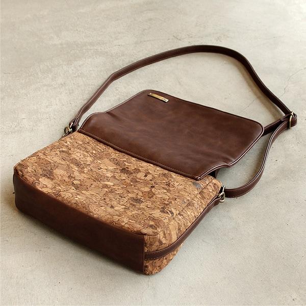 コルクレザーを活用したショルダーバッグ