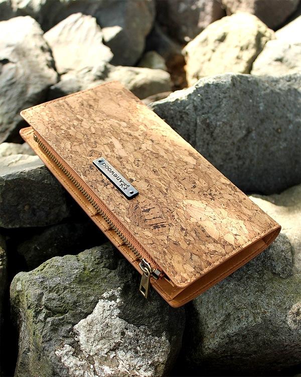 収納豊富な機能と軽さが魅力の長財布「CONNIE Double Wallet」