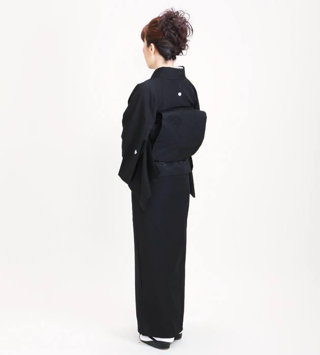喪服 袷 高級正絹 全身後ろ姿の写真