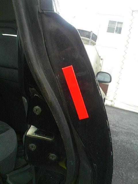 ムトウクンを車のリアドア側面に貼ってみた。