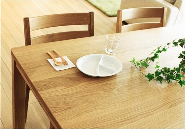 ダイニングテーブルの木目
