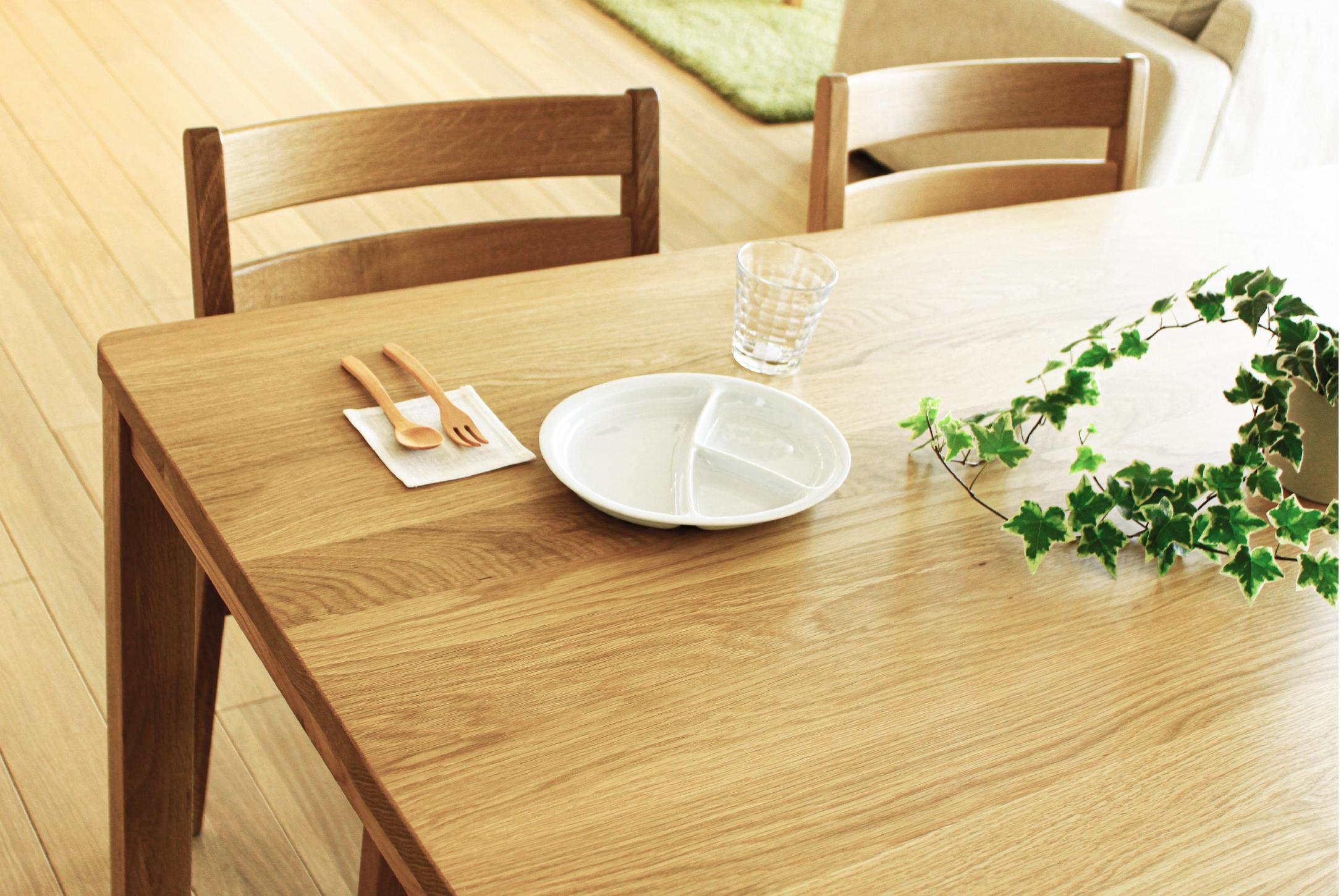 ホワイトオークのダイニングテーブル