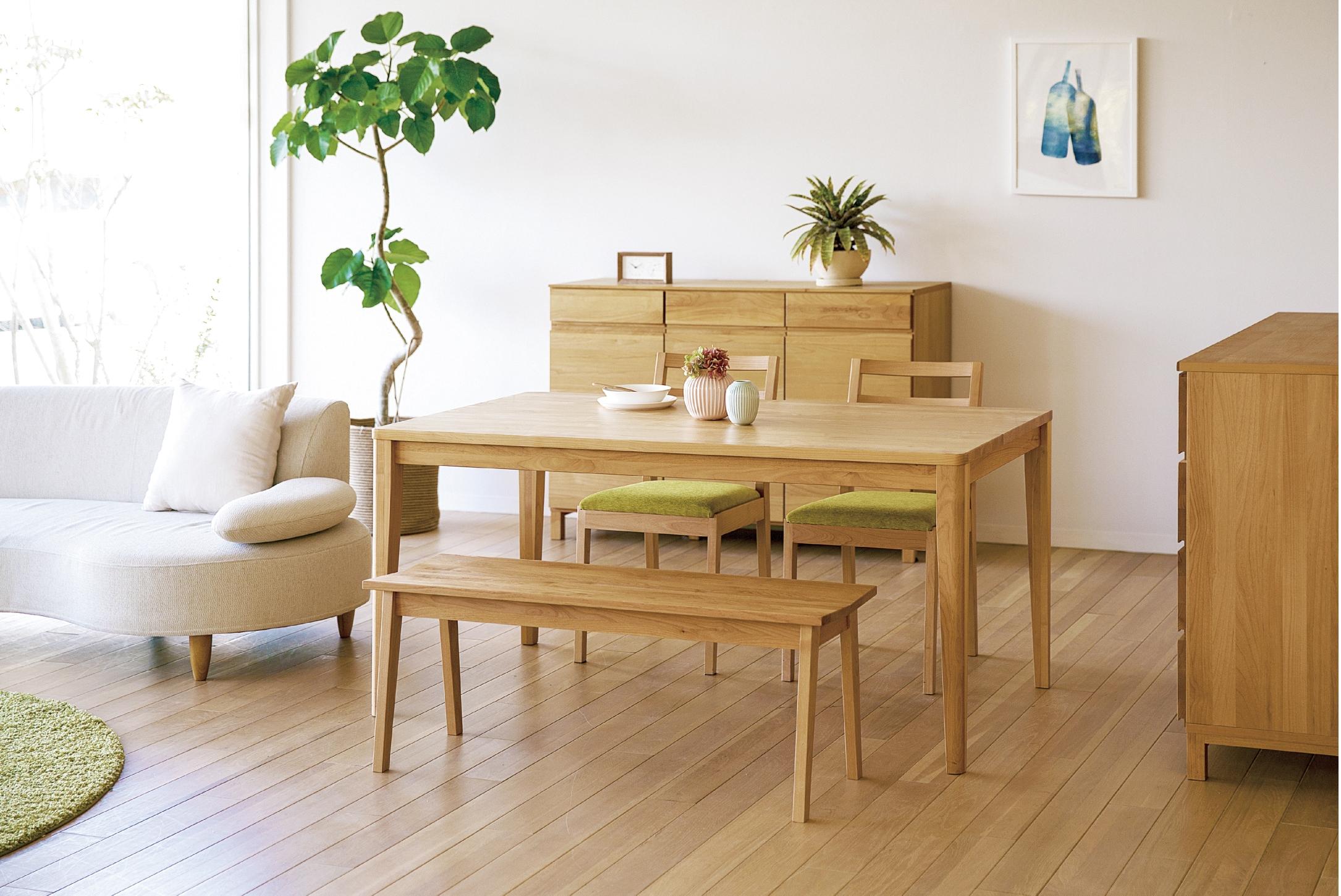 アルダーのダイニングテーブル