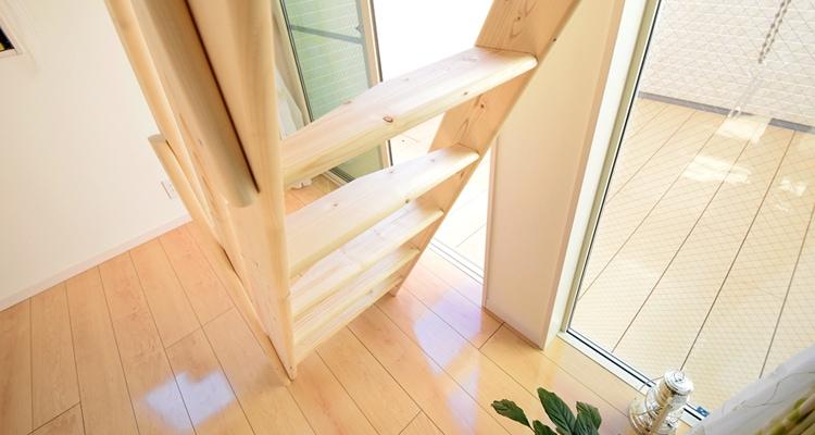 北欧産デザインステップ木製ロフト階段は無垢スプルース