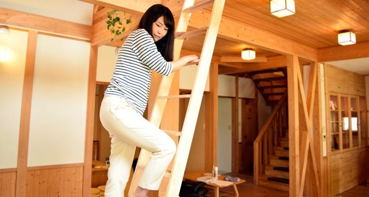 木製ロフトはしご北欧ラダーの降り方
