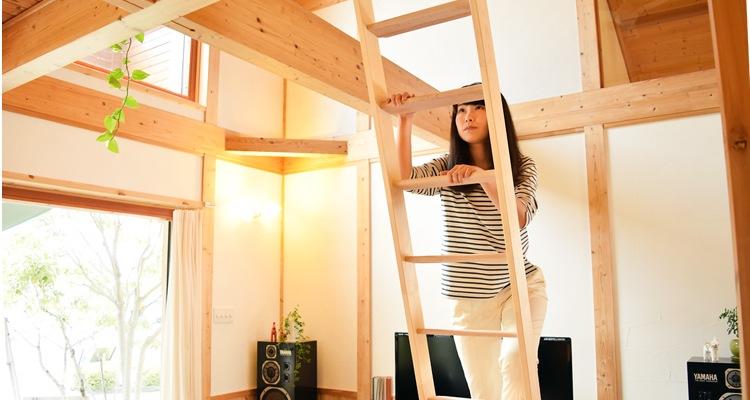 木製ロフトはしご北欧ラダー・はしごを登る