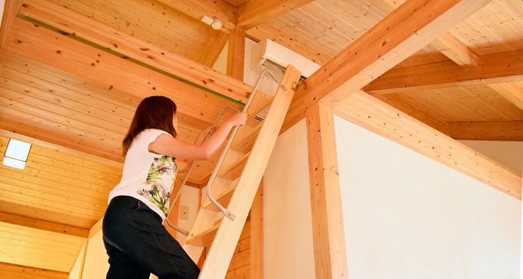 木製ロフトはしごセーフティーラダー・ロフト収納に登る