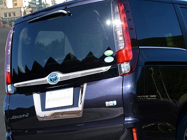 エスクァイア HYBRID Gi/ HYBRID Xi/Gi/Xiグレード トヨタ リア ナンバープレート周り