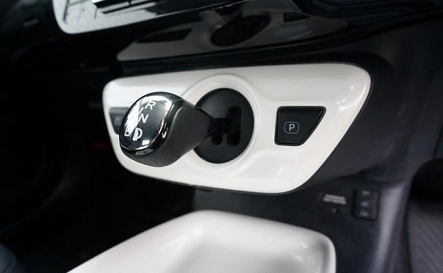 新型 プリウス 50系 シフトノブ シフトレバー メッキ×ブラックライン×パンチングレザー調 シフトマップ印字有