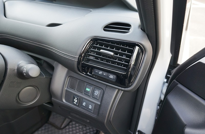 新型 セレナ C27 共通 インテリアパネル フロント エアコン 吹き出し口 ピアノブラック 4P