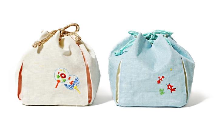 麻素材 夏の刺繍巾着バッグ「うちわ・金魚」(カジュアル和装バッグ) 浴衣用巾着袋