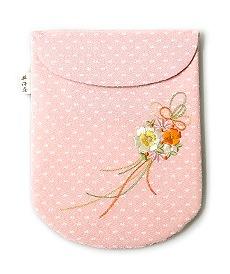 ちりめん刺繍足袋入れ「花くす玉」 A. ピンク