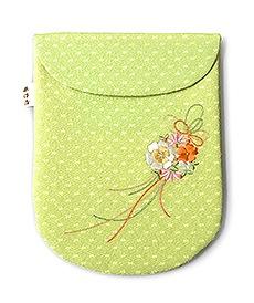 ちりめん刺繍足袋入れ「花くす玉」 C. きみどり