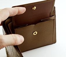 金唐革 二つ折り札入れ「教会」小銭入れ用のポケット付き