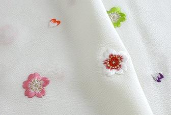 春の帯揚げ 綸子刺繍桜  D. 白地にカラフル