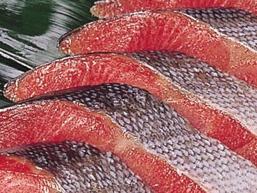 紅鮭1本を塩漬、粕漬で楽しめます。