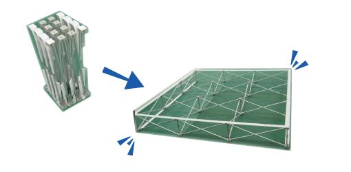 イージーシステムパネルの小さく収納された状態と展開時の状態。
