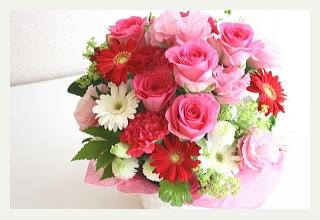 ピンクのバラの華やかアレンジメント