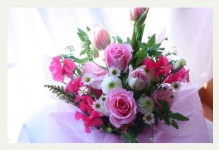 春の花のアレンジメント