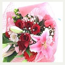 真紅の薔薇と百合の花束