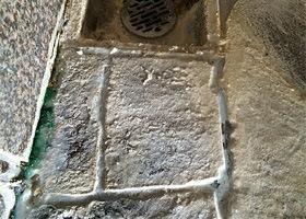 温泉排水口のエフロ除去 洗浄前/スマート ハイパーアシッド