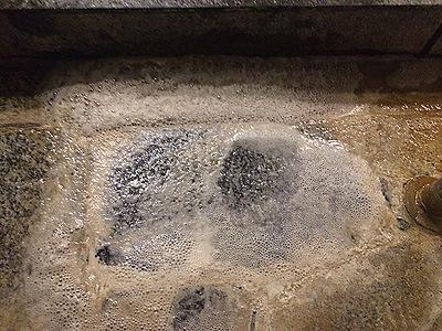 温泉のエフロ除去 反応中/スマート ハイパーアシッド