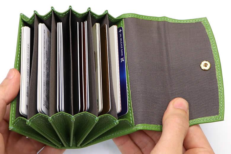 全部で24枚のカードを収納