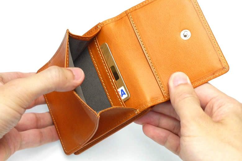 小銭入れの中にもカード段