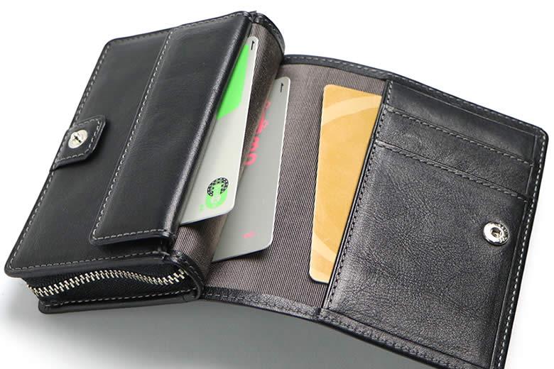 財布部分には3つのポケット