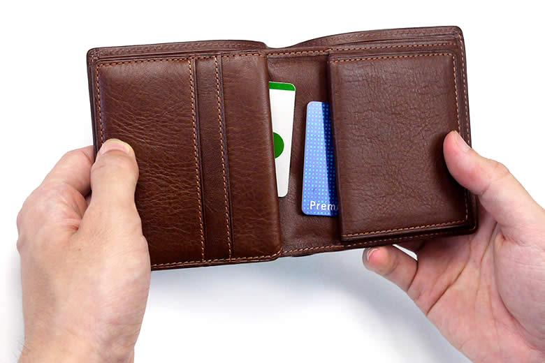 中ベラの裏側と小銭入れの下にポケット
