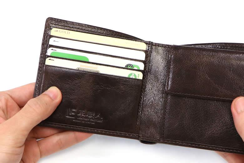 必要なカードが入る4つのカード段