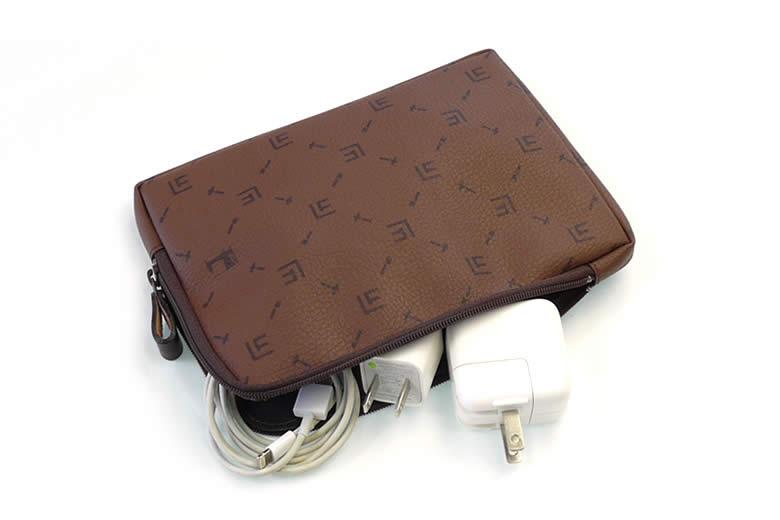 スマートフォン、タブレット用ACアダプターなどの収納に最適