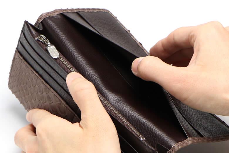 かぶせ裏のポケット