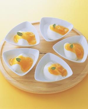 杏仁豆腐 マンゴーソースかけ