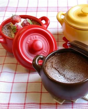 鍋の中のチョコレートケーキ