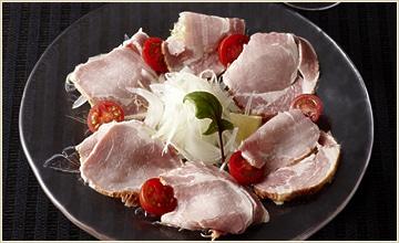 城山ロースハムのカルパッチョ。生で食すと一段とおいしさがわかります。