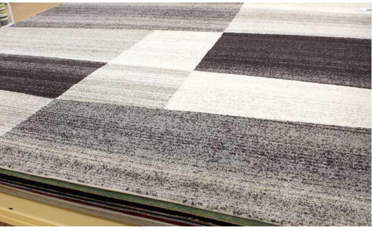 手織り風のミックスのニュアンスとシンプルなデザインがすっきりとモダンな印象。