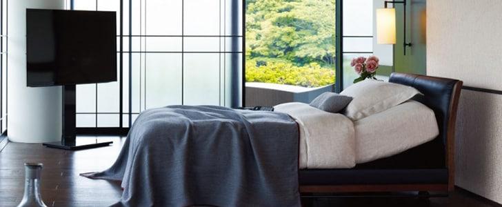 広い寝室に栄えるシモンズベッド