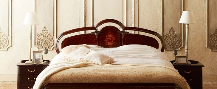 フランスベッドはヨーロッパのような部屋に佇むベッド